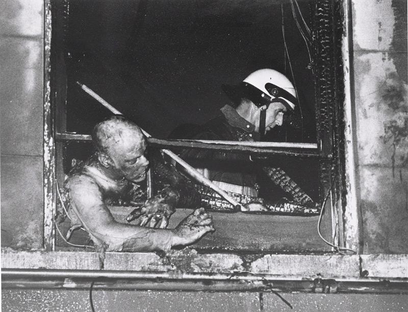 Bill-Larson's-body-in-the-window